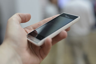 sony xperia miro pictures and hands on image 2