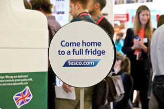 tesco trials interactive virtual store at gatwick airport for holidaymakers to pre order groceries image 13