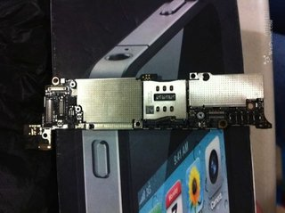 iPhone 5 motherboard spotted, but what does it tell us?