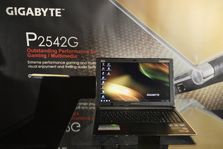 Gigabyte P2542G gaming notebook pictures and hands-on