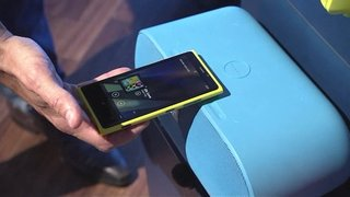 Nokia Lumia 920's pairs up to JBL PowerUp Wireless Charging Speaker with NFC