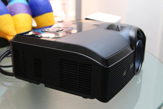 viewsonic pro9000 laser hybrid led lampless projector pictures and hands on image 4