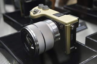 hasselblad lunar mirrorless system camera pictures and hands on image 3
