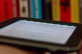 hands on barnes noble nook simple touch with glowlight review image 13