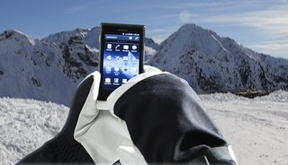 ICS update for Sony Xperia Sola adds Glove Mode to help keep your hands warm