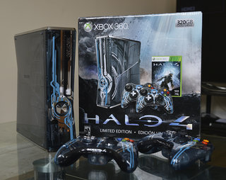 halo 4 xbox 360 limited edition console pictures and hands on image 1