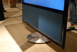 bang olufsen beovision 11 television pictures and hands on image 9