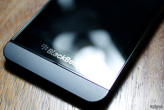 Behold the BlackBerry 10 L-Series smartphone in all its glory, great pictures and video leaked