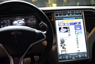 Tesla Model S 17-inch screen pictures and hands-on