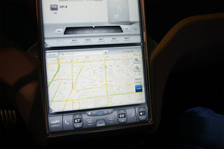 tesla model s 17 inch screen pictures and hands on image 3