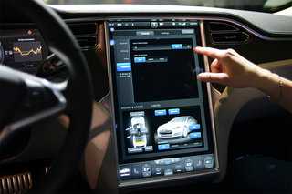 tesla model s 17 inch screen pictures and hands on image 4