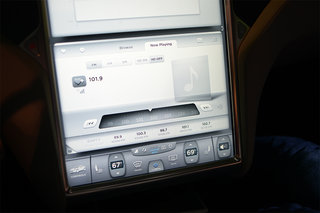 tesla model s 17 inch screen pictures and hands on image 6