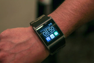 i'm Watch gets major software update, readies itself for fight with Pebble and others