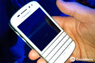 BlackBerry Q10 shipping in white