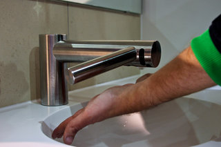 dyson airblade tap pictures and clean hands on image 5