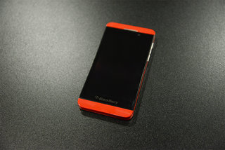 Red BlackBerry Z10 limited edition pictures and hands-on