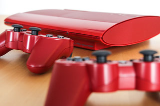 Garnet Red superslim PS3 pictures and hands-on