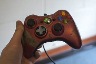 Tomb Raider limited edition Xbox 360 controller pictures and hands-on