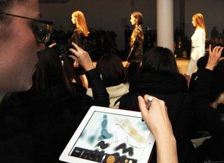Fashion world embracing smartphones and tablets more than ever