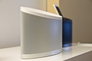 bowers wilkins z2 iphone 5 and airplay dock pictures and hands on image 10