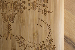 etch laser cut bamboo ipad case looks tres cool personalise your apple device image 2