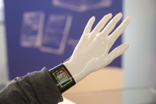 plastic logic shows off colour e paper display smart watch concept the future of wearable tech  image 2