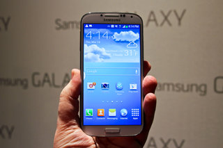 Samsung Galaxy S4 16GB £630 SIM-free, £100 more than iPhone 5