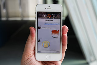 Facebook Chat Heads come to iPhone, but no Facebook Home