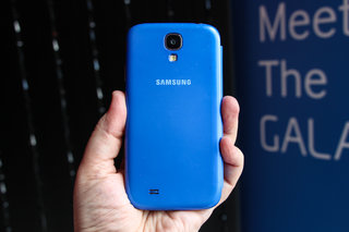 hands on samsung galaxy s4 s view cover review image 3