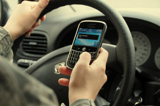 More US teens killed texting while driving than drinking