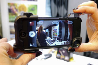 Olloclip Quick-Flip Case keeps your iPhone safe, leaves space for Olloclip lens system