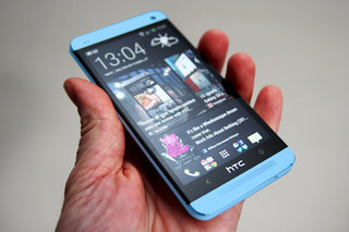 Blue HTC One to launch alongside red version