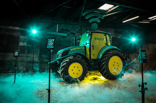 Glastonbury 2013: EE Wi-Fi tractor to give festival goers superfast 4G broadband