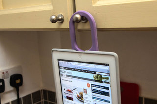 speck handyshell for ipad hands on the perfect ipad cover for cooking  image 7