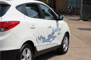 driving the hyundai ix35 fuel cell the world s first production hydrogen fuel cell car image 3