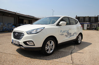driving the hyundai ix35 fuel cell the world s first production hydrogen fuel cell car image 4