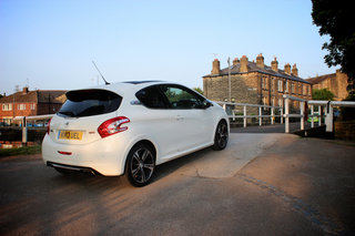 peugeot 208 gti review image 8
