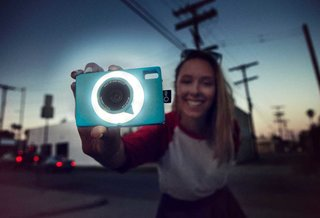 TheQ digital camera: Upload to social networks in one click