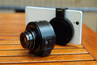 Sony QX10 hands-on: Give your smartphone 10x optical zoom