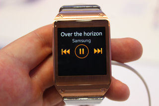 hands on samsung galaxy gear review killing time with the new smartwatch image 18