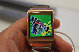 hands on samsung galaxy gear review killing time with the new smartwatch image 19