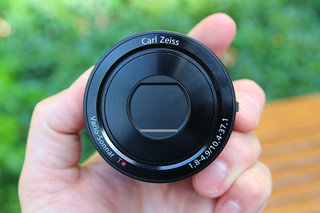 Sony QX100 lens-style camera: Hands-on with the RX100 II lens for your phone