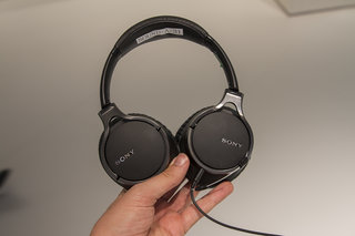 Sony MDR-10RBT headphones, we listen to the budget version of the MDR-1R cans