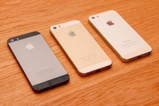 iPhone 5S pictures and fingers-on