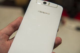 oppo n1 hands on big screen big size and big ideas but is it belittled by the competition  image 11