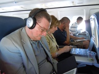 FAA to consider lifting gadget ban on take-off and landing in US