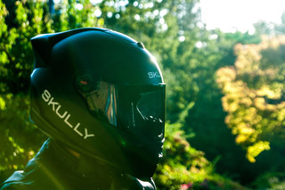 Skully P1 helmet pioneers navigation and rear view HUD with voice controls