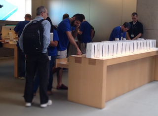 ipad air sales begin rolling across the globe as we wait for retina ipad mini image 2