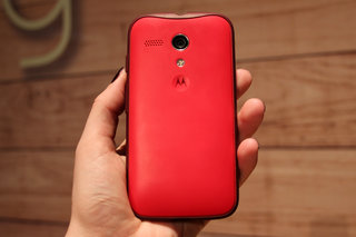 motorola moto g accessories hands on with the flip shell grip shell and earphones image 10