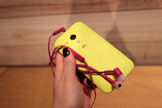 motorola moto g accessories hands on with the flip shell grip shell and earphones image 16